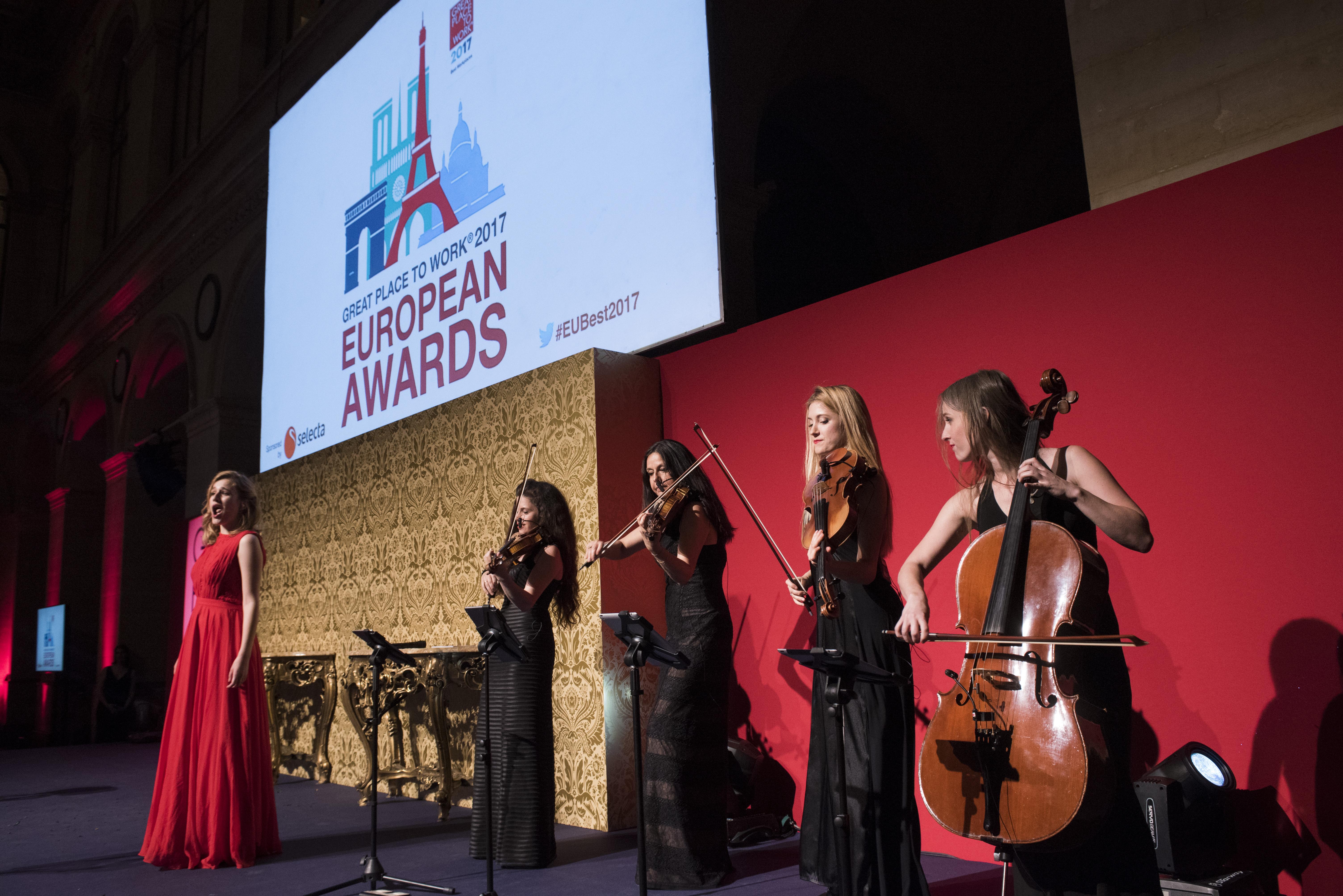 Concert privé avec la chanteuse Eve Coquard pour un répertoire lyrique lors de la Cérémonie des European Ewards au Palais de la Bourse